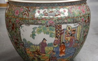 A MID 20TH CENTURY CHINESE FAMILLE ROSE PORCELAIN