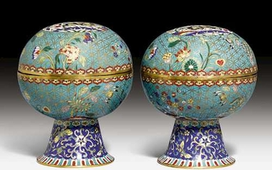 A PAIR OF CLOISONNE ENAMEL STEMCUPS AND COVERS.