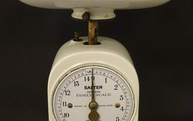 An early 20thC Salter improved family kitchen balance