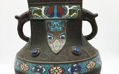 Antique Chinese Decorative vase decorated with