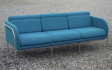 Knud Friis, Elmar Moltke Nielsen: A freestanding three seater sofa with chromed steel frame. Seat, sides and back upholstered with blue fabric. H. 77 cm.