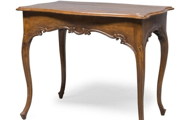 NICE CENTER TABLE IN WALNUT PIEDMONT OR LOMBARDY 18TH CENTURY