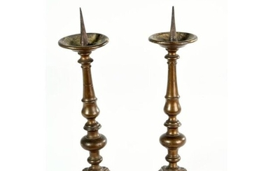 Pair of LOUIS XIII PICKLES in patinated bronze resting on a triangular base. Baluster shaft. Ep.XVIIth. H.39 L.12.