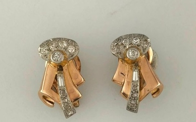 Pair of knotted ear clips in gold 750°/°°...