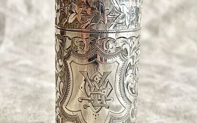 Perfume bottle, A museum quality perfume bottle inside the original leather case (1) - .925 silver - England - Late 19th century