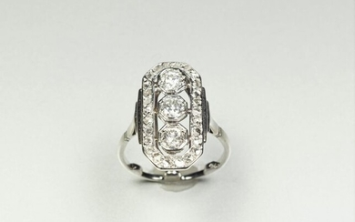 Ring in 18K (750/oo) white gold and platinum (850/oo), the rectangular openworked cut-sided plateau surrounded by a line of rose-cut diamonds is set with two old-cut diamonds and one brilliant-cut diamond (posterior) together calibrating approximately...