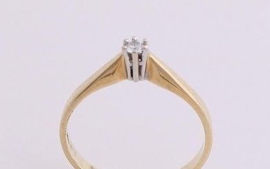Yellow gold solitaire ring, 585/000, with diamond. A