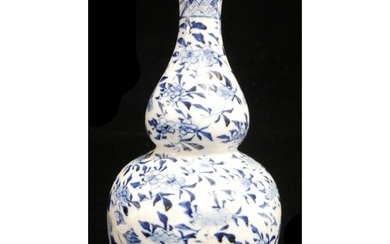 A 19TH CENTURY CHINESE BLUE AND WHITE PORCELAIN DOUBLE GOURD...