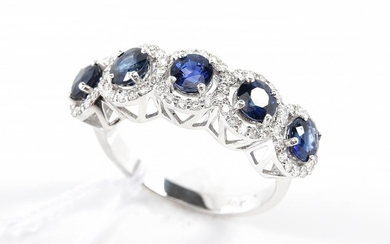 A BLUE SAPPHIRE AND DIAMOND RING IN 18CT WHITE GOLD, SIZE O