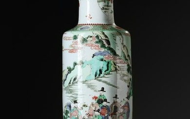 A LARGE CHINESE FAMILLE VERTE ROULEAU VASE, 19TH-20TH