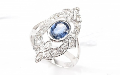 A SAPPHIRE AND DIAMOND PLAQUE RING IN 18CT WHITE GOLD, SIZE N
