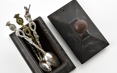 AN ANTIQUE CAST IRON BOX OF RECTANGULAR SHAPE, COMPRISING FIVE VINTAGE SPOONS, DIMENSIONS OF THE BOX 125x75MM