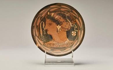APULIAN PLATE WITH LADY OF FASHION