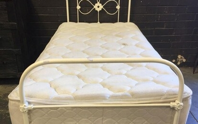 Antique Style Single Bed with Mattress (H:110 x W:78 x L:192cm)