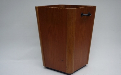 Danish design: Large paper bin/umbrella stand of teak veneer and massive oak. H. 45 cm. W. 31 cm. D. 31 cm.
