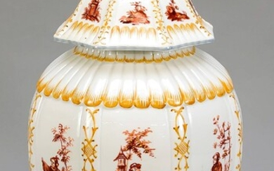 Lidded vase, Potschappel, Dresden, 20th century, octagonal, slightly bulged body, painted in iron red with chinoiserie, surrounded by ornamental decor in ocher, gray edge, min chips on the edge, h. 38 cm