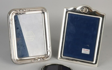 Lot with three silver photo frames, a rectangular frame