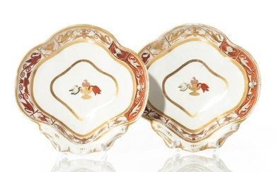 PAIR OF ENGLISH REGENCY PORCELAIN SHELL DISHES