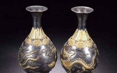 PAIR OF GILT SILVER YUHUCHUNPING VASE CARVED WITH