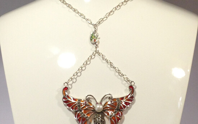 PEARL-SET BUTTERFLY NECKLACE.