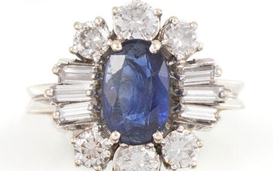 RING in 18K white gold holding an oval sapphire of...