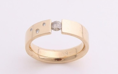 Yellow gold ring, 585/000, with diamond. A ring with