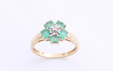 Yellow gold ring, 585/000, with emerald, and diamond.