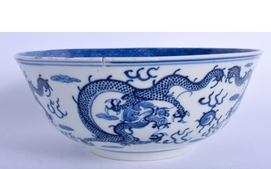 A 19TH CENTURY CHINESE BLUE AND WHITE PORCELAIN BOWL Qing, b...
