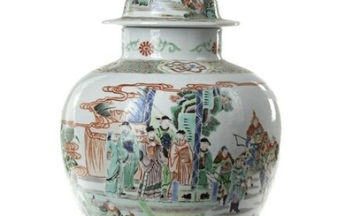A CHINESE FAMILLE VERTE VASE WITH COVER, CHINA, 20TH