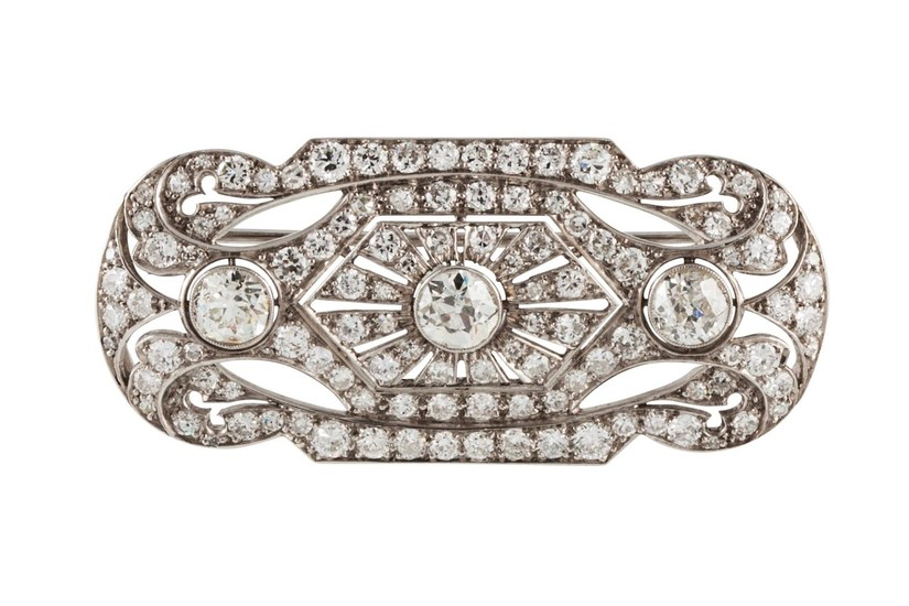A DIAMOND PLAQUE BROOCH, of approx. 4.20ct in total, mounted...