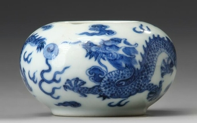 A SMALL CHINESE BLUE AND WHITE POT, CHINA, 19TH-20TH