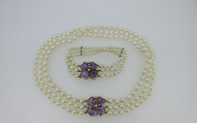 A cultured pearl choker and bracelet suite with
