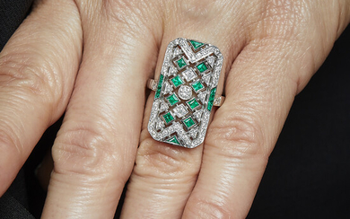 An emerald, diamond and 18K white gold ring. Gross weight...