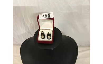 CHINESE 14 CT GOLD AND BLACK STONE EARINGS