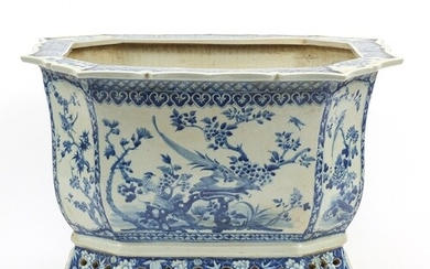 Chinese blue and white porcelain planter, hand painted with ...