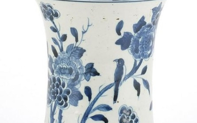 Chinese blue and white porcelain vase, hand painted