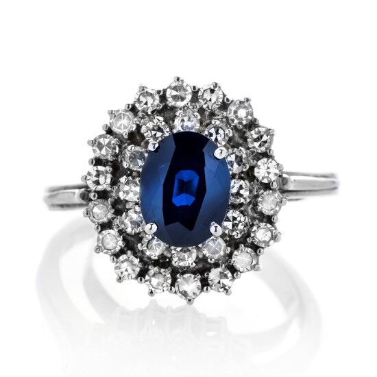 Daisy ring in white gold, diamonds and sapphire