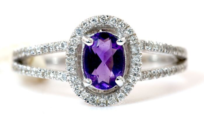 Natural amethyst oval Halo diamond ringby Dianoche - 14 kt. White gold - Ring - 0.36 ct Amethyst - Diamonds