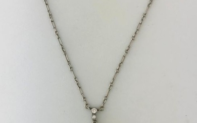Necklace chain in white gold 750°/°°° centered with...