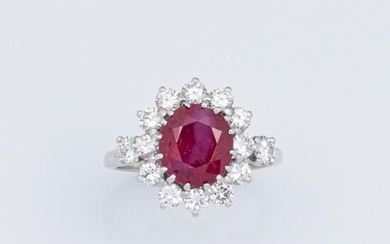 Ring in 750°/°°° white gold and 950°/°°° platinum with a faceted oval ruby in a setting of brilliant-cut diamonds.