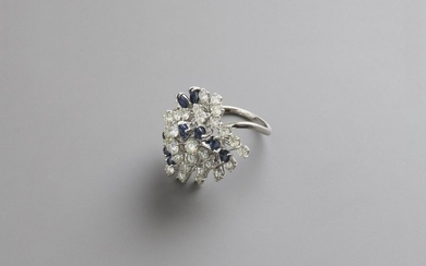 Ring in white goldwith diamonds and sapphires