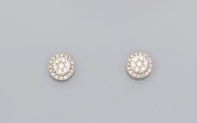 Round earrings in white gold, 750 MM, openwork covered with diamonds, total about 1 carat, weight: 2.65gr. rough.