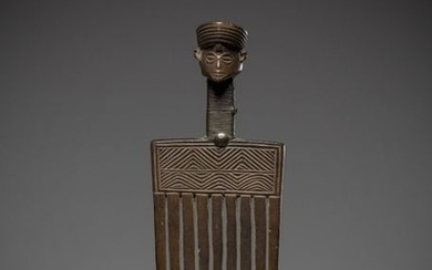 TCHOKWE/LWENA, Angola. Old comb with a refined face....