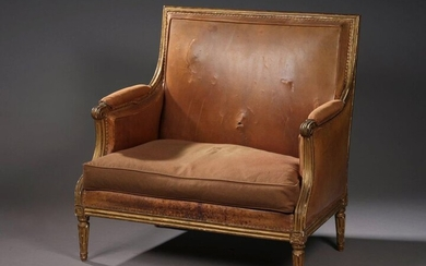 WIDE MARQUISHED beech wood, moulded and gilded. Rudent fluted tapered legs.