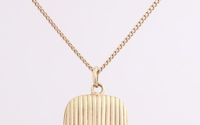 Yellow gold necklace and medallion, 585/000