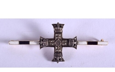 A RARE ANTIQUE 15CT GOLD AND ENAMEL MILITARY CROSS. 6.1 gram...