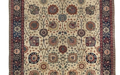 A Tabriz carpet, Persia. A highly decorative all over large linked palmette design on an ivory field. First half 20th century. 392×298 cm.