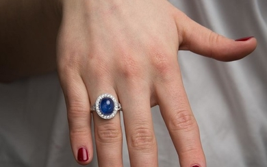 BAGUE SAPHIR CABOCHON A 8,49 carats sapphire, diamond and gold ring.