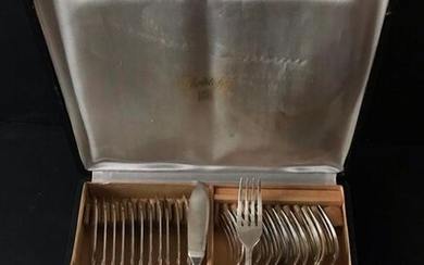 CHRISTOFLE, set of 12 Regency style silver plated metal fish cutlery in a case