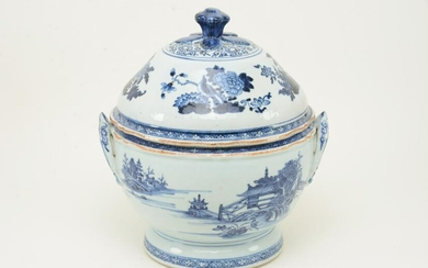 Chinese export blue and white spherical covered tureen